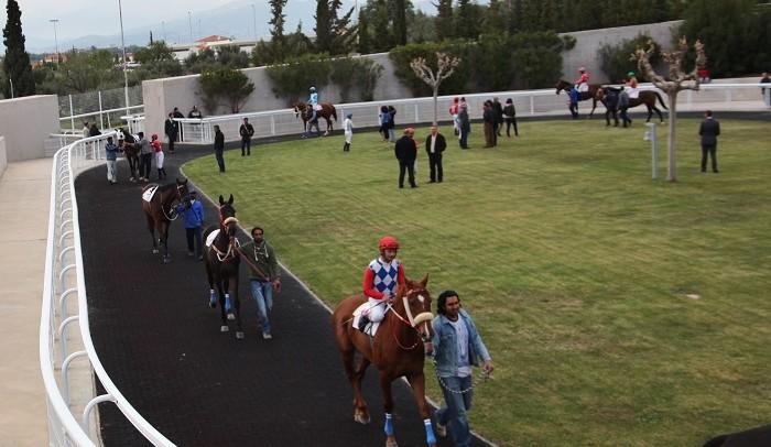 Ένα απόγευμα στον ιππόδρομο, στο Μαρκόπουλο