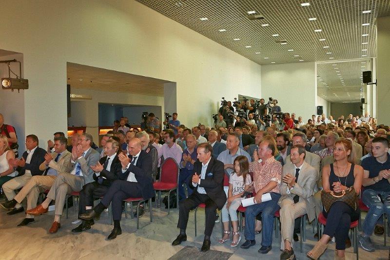Οι Ιπποδρομίες ΑΕ τίμησαν τους αναβάτες θρύλους των ελληνικών ιπποδρομιών και έδειξαν και το κοινωνικό τους πρόσωπο σε μια μοναδική στα χρονικά εκδήλωση